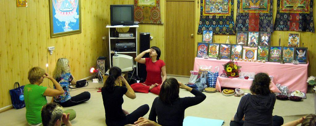 Занятия йогой в А-Клубе 2009г.